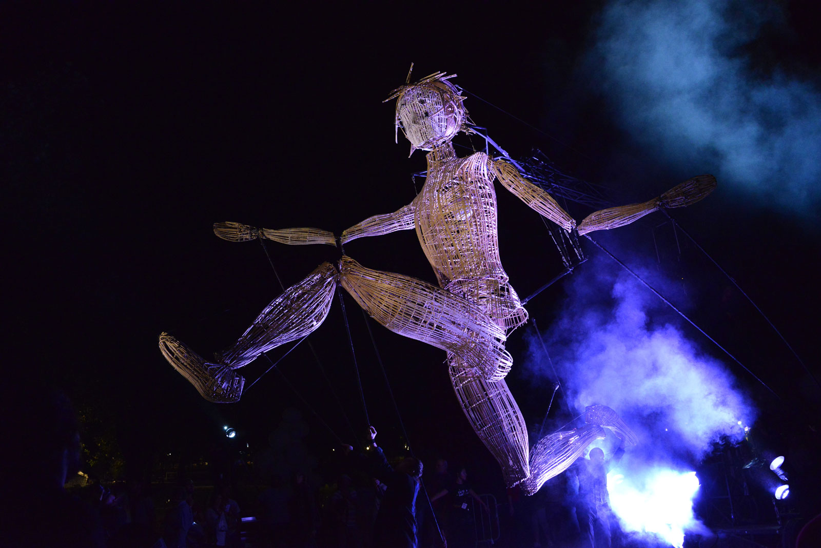 Une marionnette géante dans les rues de Montigny-lès-Metz