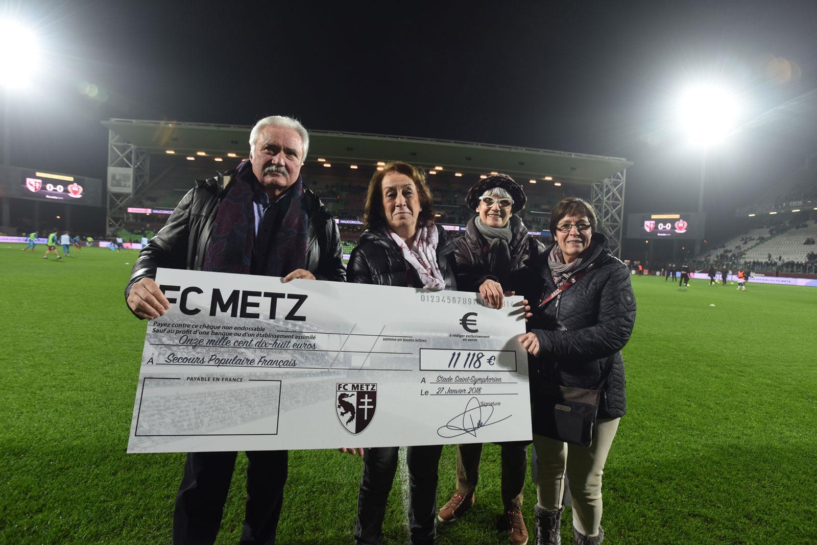 Le FC Metz remet un chèque de 11 000€ au Secours Populaire