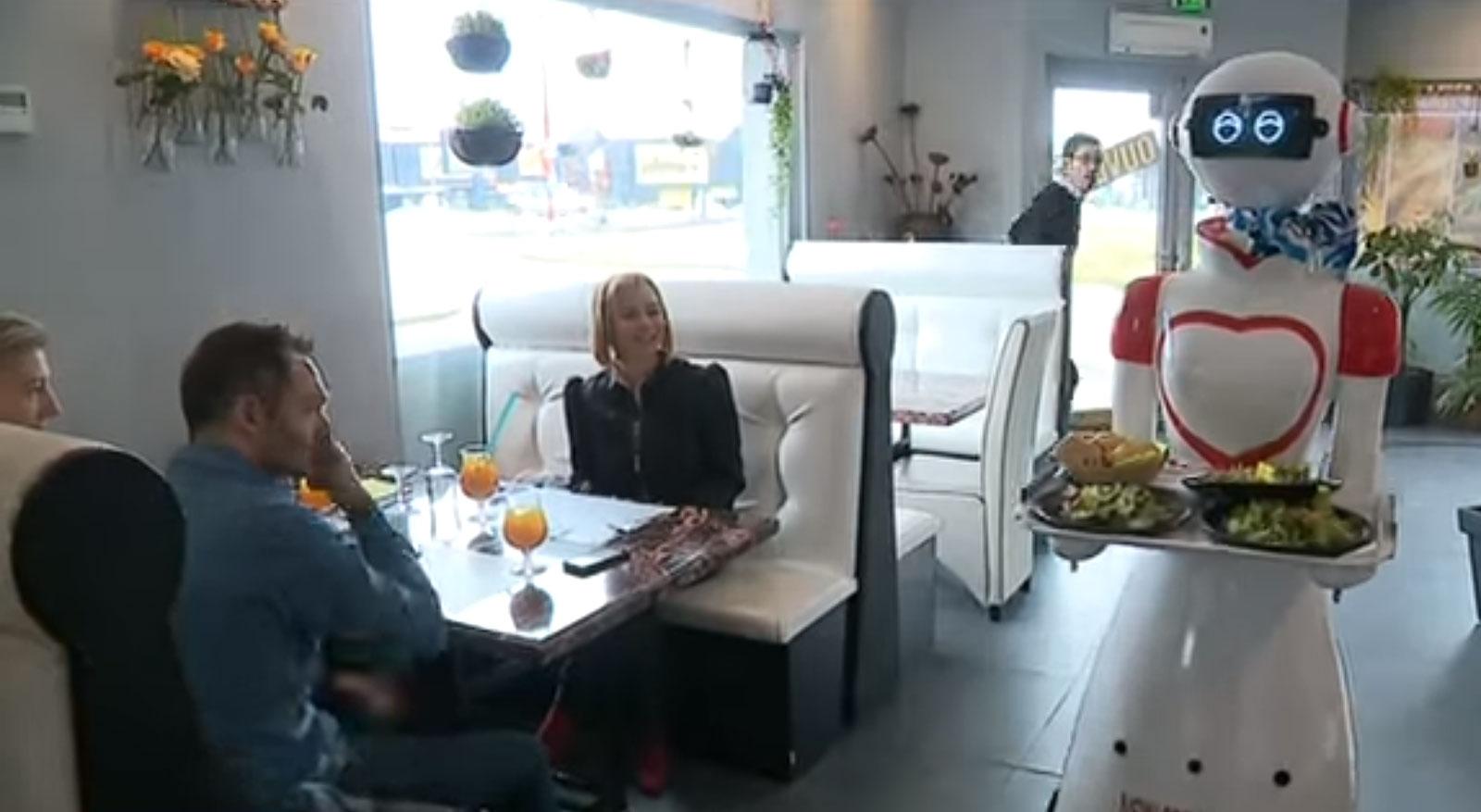 Marly : un restaurant s'est équipé d'un robot serveur (vidéos)