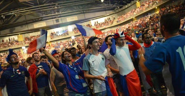 Photo de La finale de la coupe du monde 2018 sur grand écran à Metz (France – Croatie)