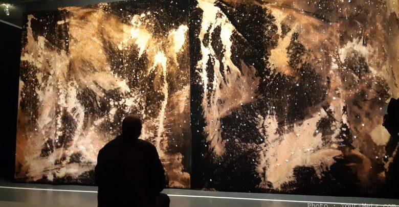 Photo of Pompidou-Metz : une nouvelle exposition plongée dans le noir (photos)