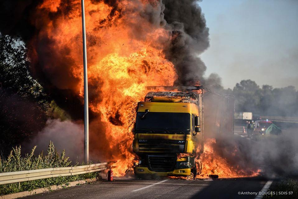 Photo of A31 : un camion en feu près de Maizières-lès-Metz