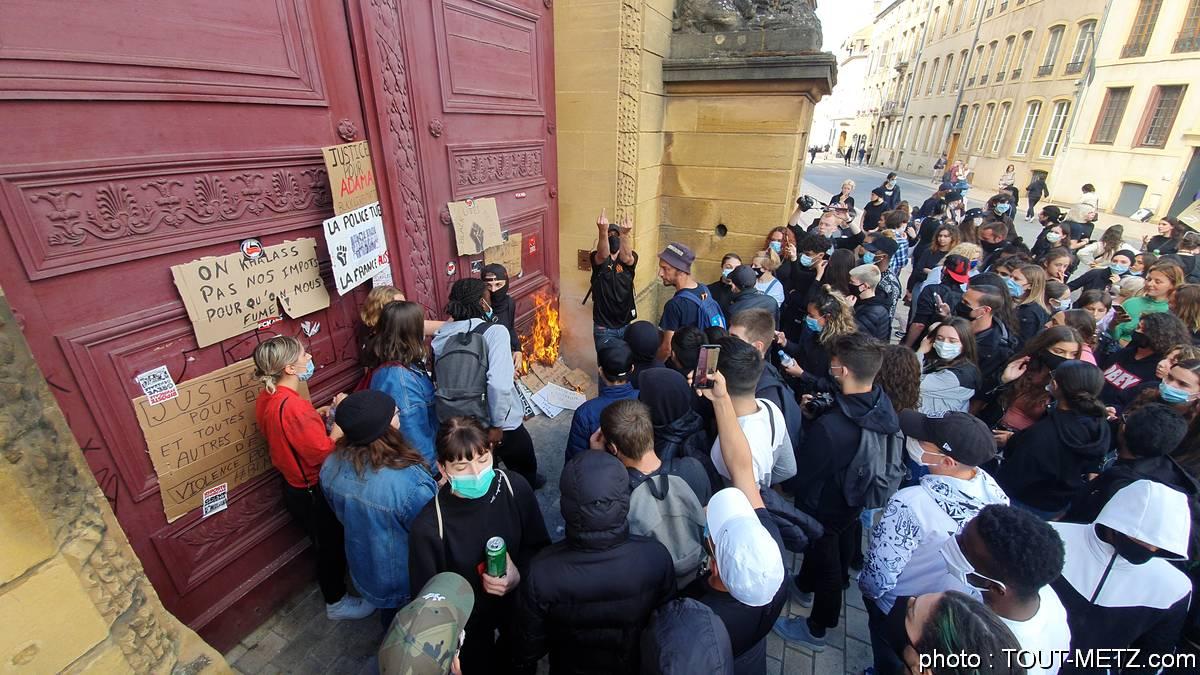 Photo de A Metz, la manif contre le racisme a dégénéré (photos + vidéo)