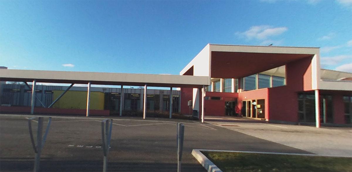 Photo de Montigny-lès-Metz : la piscine réouvre sur réservation