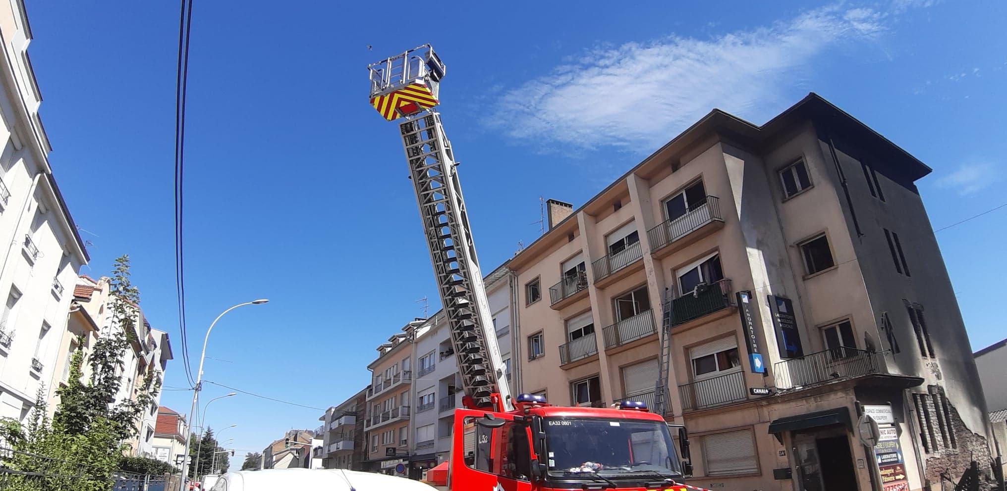 Photo de Incendie dans un immeuble à Montigny : des blessés légers et 50 personnes à reloger